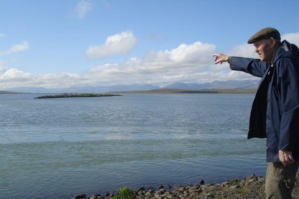 Gunnar Þórðarson, 95 ára á Sauðárkróki, stundar æðarvarp í landi ...