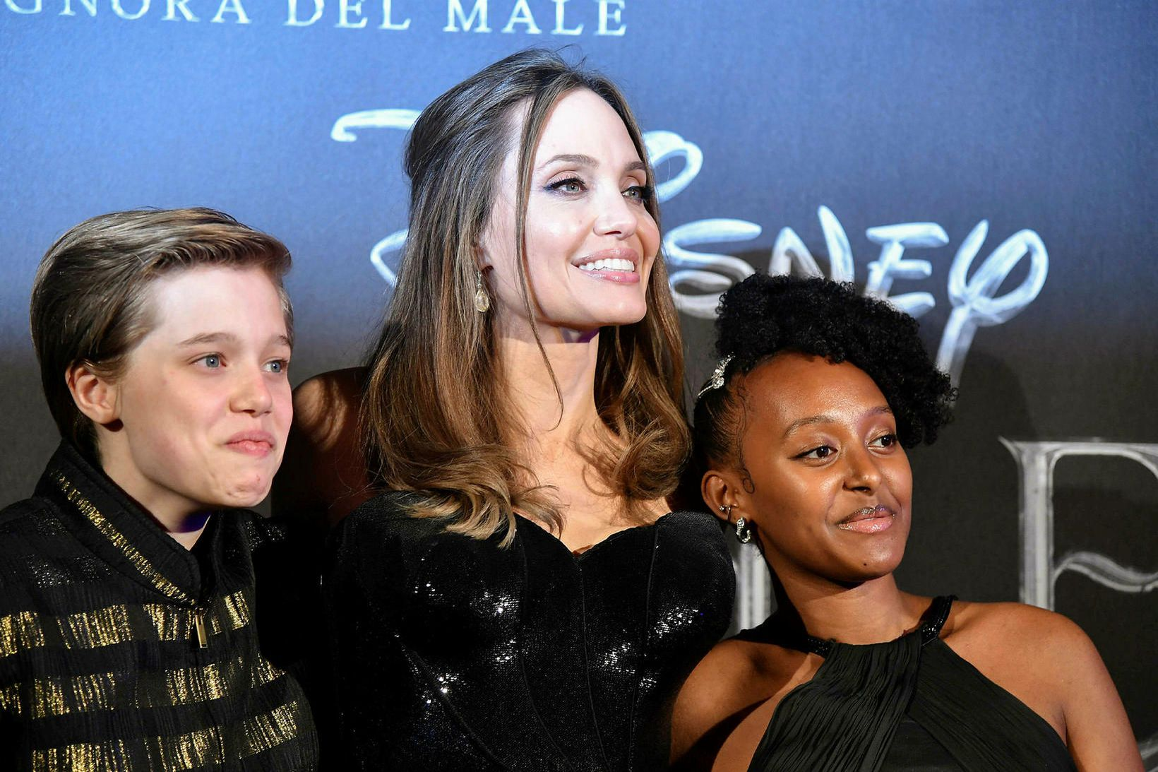 Angelina Jolie með dætrum sínum Shiloh Nouvel Jolie-Pitt og Zahöru …