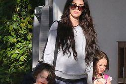 Megan Fox og tveir af sonum hennar.