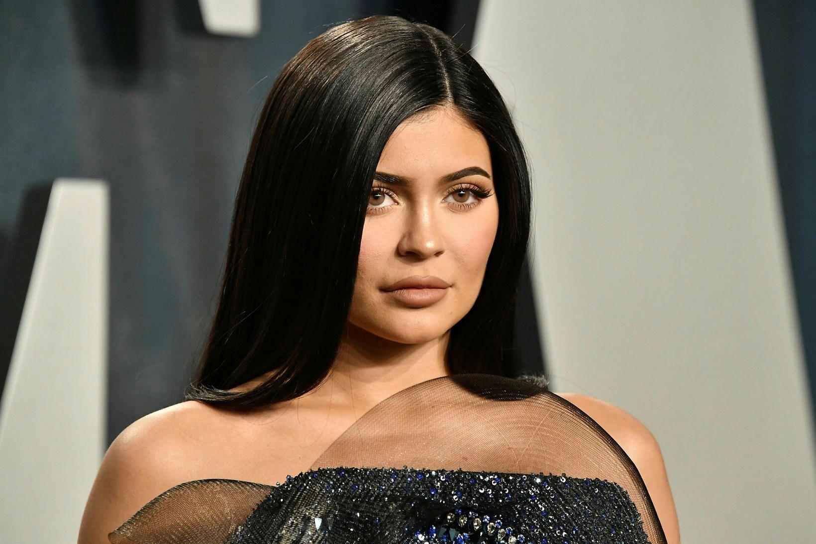 Kylie Jenner á von á sínu öðru barni.