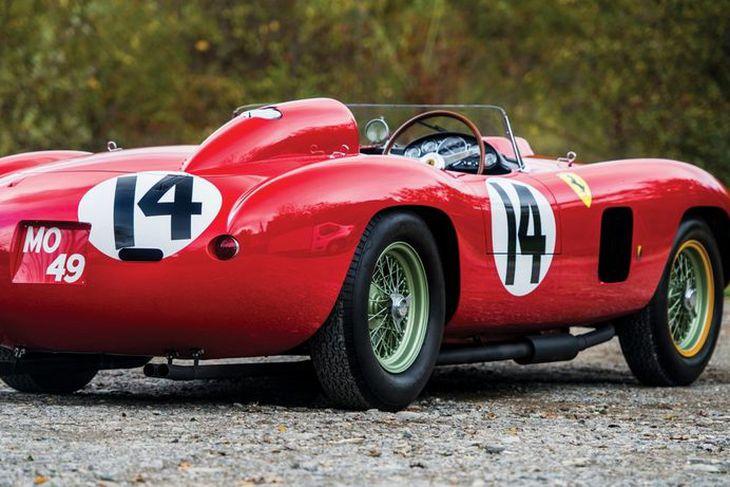 Ferrari 290MM bíllinn fór á 2,7 milljarða króna.
