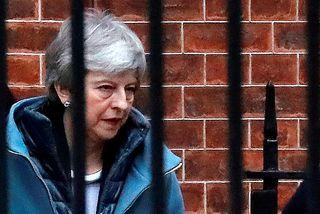 Theresa May, forsætisráðherra Bretlands, við forsætisráðherrabústaðinn í Downingstræti.