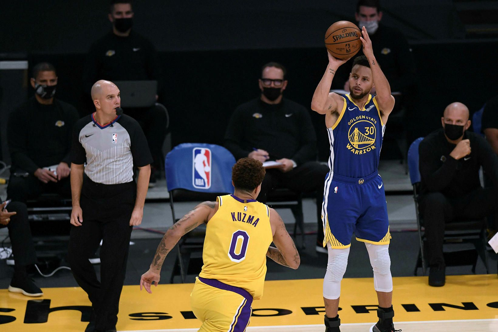 Stephen Curry skoraði 26 stig gegn Los Angeles Lakers.