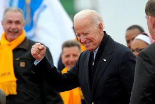 Joe Biden hefur framboð sitt formlega í dag með því að funda með liðsmönnum nokkurra ...