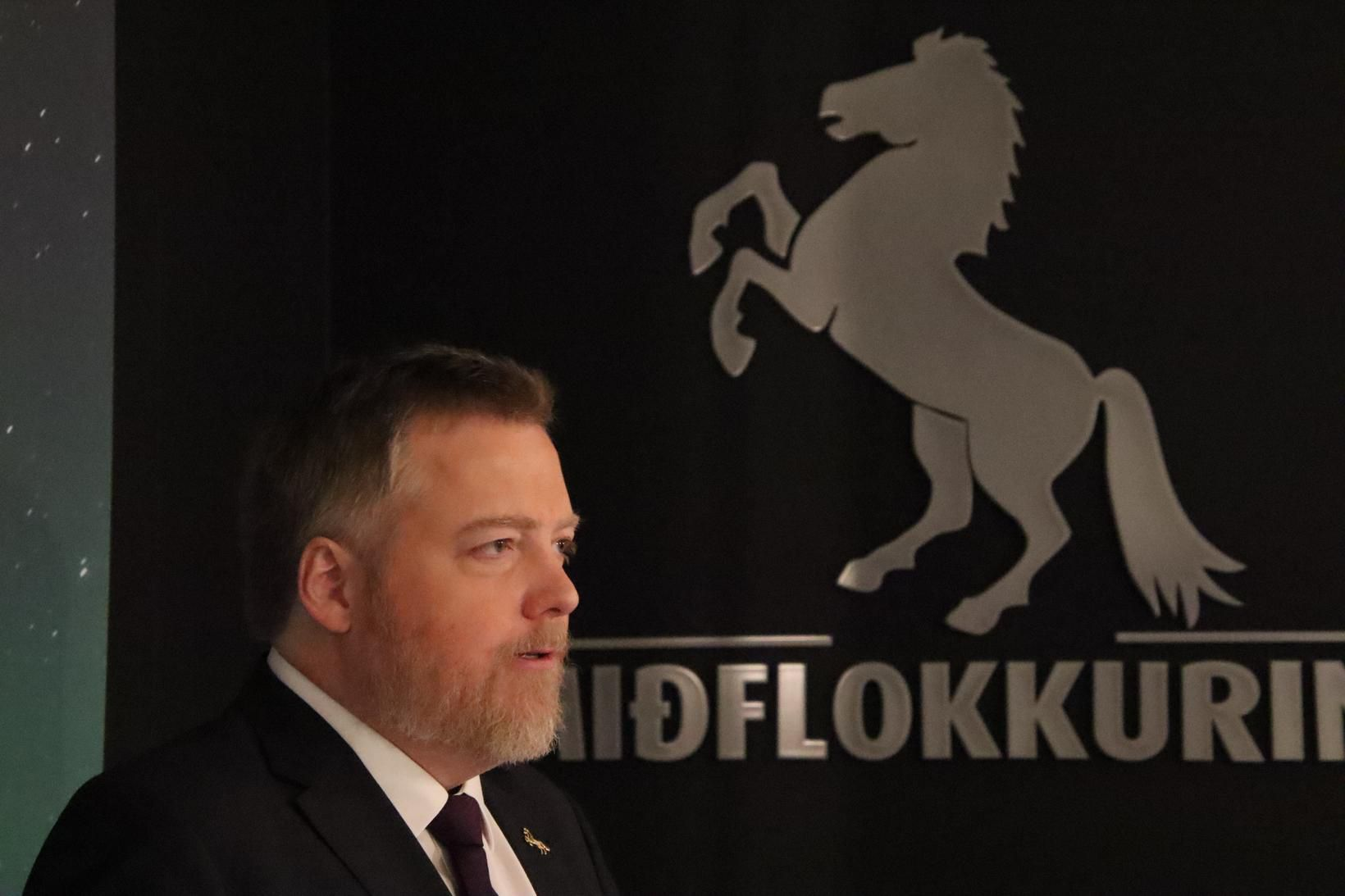 Sigmundur Davíð formaður Miðflokksins en samþykkt var á fundinum að …