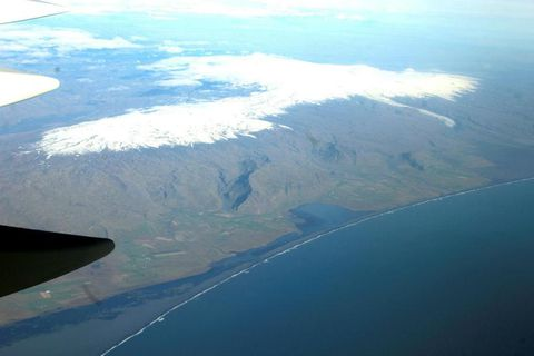 An areal view with Katla on the easternmost part of the photograph.