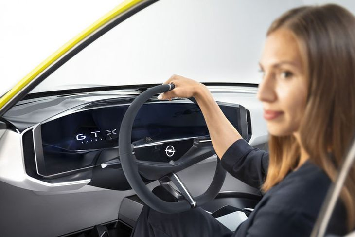 Öllum óþarfa hefur verið stökkt á brott úr Opel GT X Experimental.