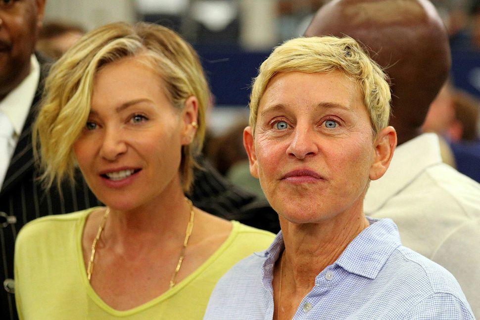 Portia de Rossi og Ellen Degeneres á leiknum á sunnudag.