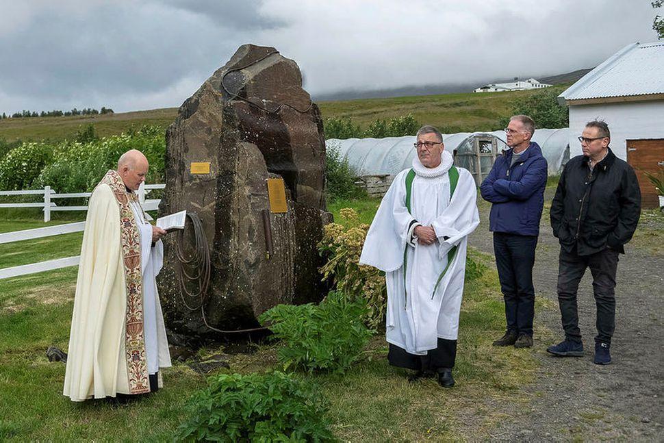 Athöfn, frá vinstri: Jón Aðalsteinn Baldursson, fv. Hólabiskup, Magnús H. ...