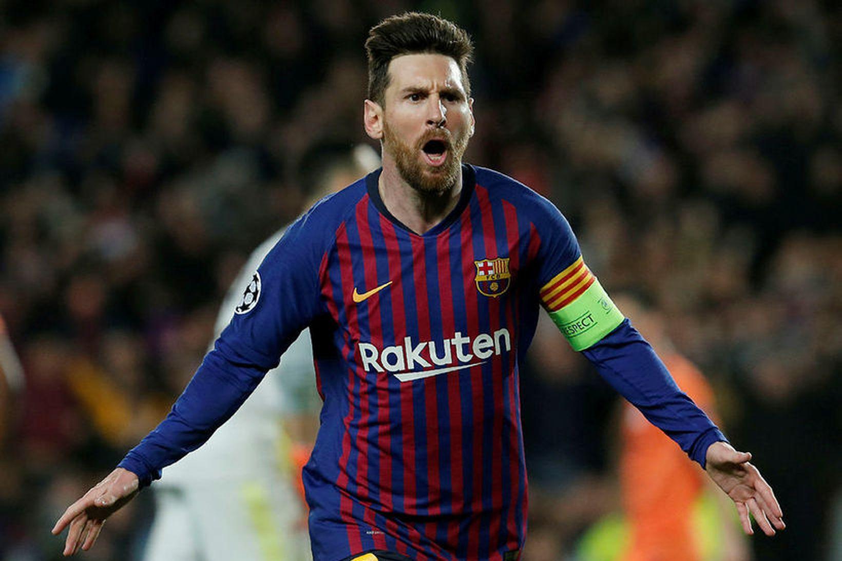 Lionel Messi fagnar marki gegn Lyon í gærkvöld.