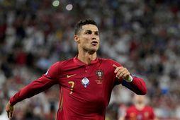Cristiano Ronaldo fagnar marki sínu í kvöld.