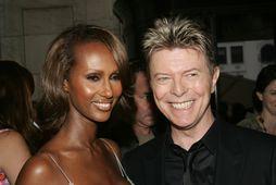 Eiginkona söngvarans, Iman ásamt David Bowie á verðlaunaafhendingu árið 2005.