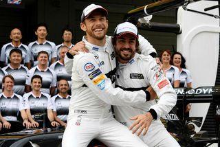 Jenson Button (t.v.) og Fernando Alonso slá á létta strengi fyrir kappaksturinn í Suzuka í ...