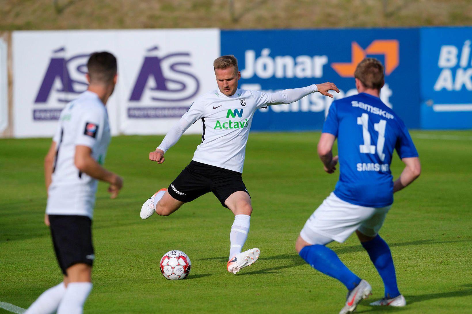 Pétur Viðarsson ætlar að taka slaginn með FH í sumar.