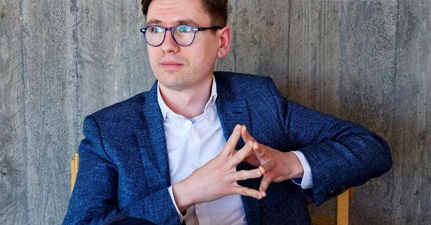 Víkingur Heiðar Ólafsson ferðast mikið.