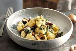 Stórkostlegur pastaréttur með kryddsmjöri og sveppum.