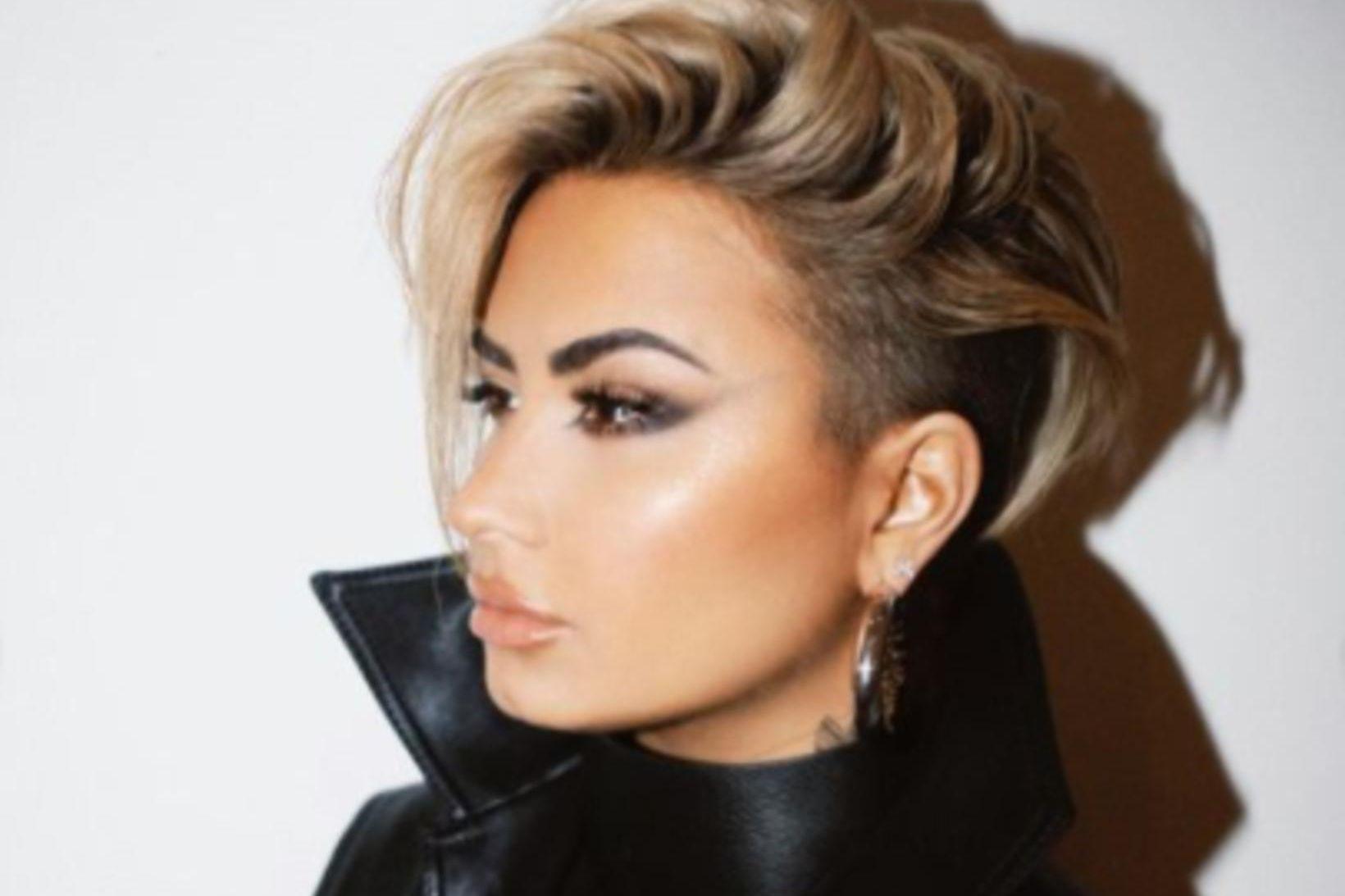 Demi Lovato lét lokkana fjúka.