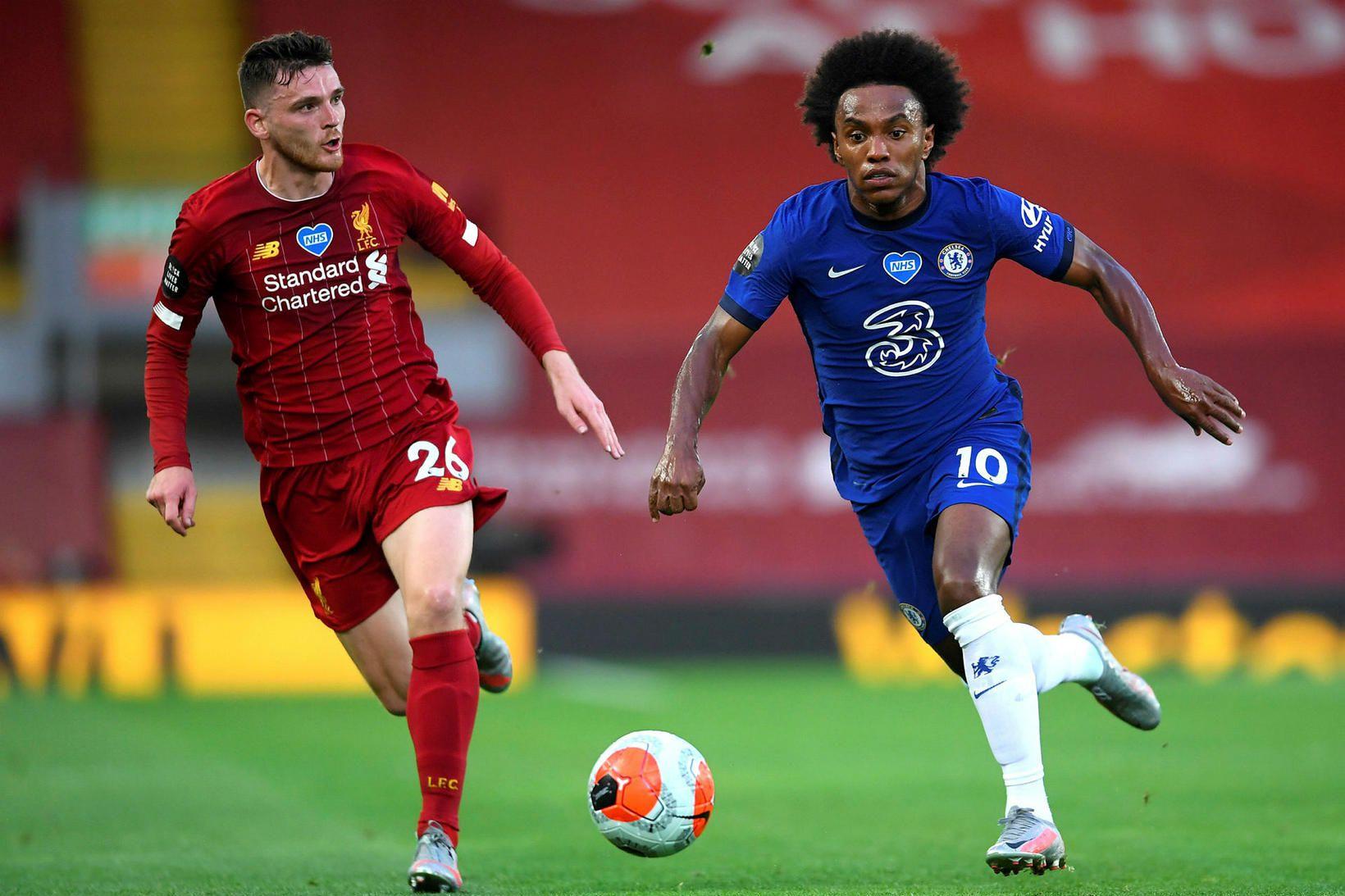Willian eltur af Andy Robertson í leik Liverpool og Chelsea …
