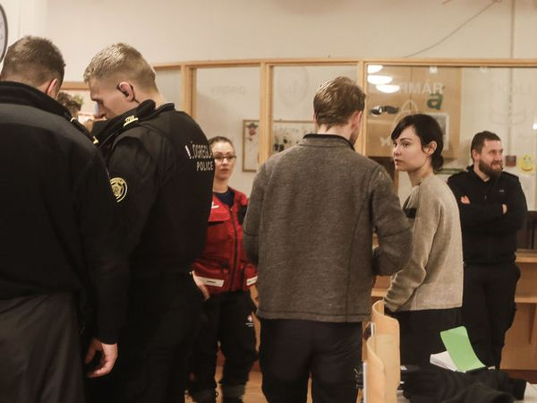Over 40 coach passengers sought assistance at the temporary emergency centre in Varmarskóli.