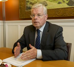 Einar K. Guðfinnsson, Speaker of the House: in full agreement with Bjarnason.
