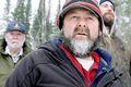 Við slóðina Robert T., Chris og Joel Goodman leggja net sín skammt frá Heclu-eyju, um 100 km fyrir norðan Gimli, og kanna hér ís og strauma.