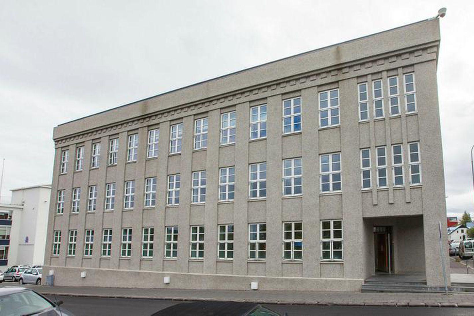 Fjármálaráðuneytið hefur aðeins afhent fundargerð kjararáðs frá desember 2011 en …