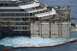 Costa Concordia komið á flot.