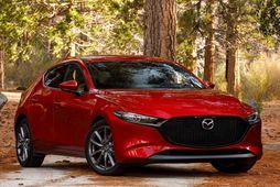 Mazda 3 keppir um titilinn bílhönnun ársins auk titilsins heimsbíll ársins.