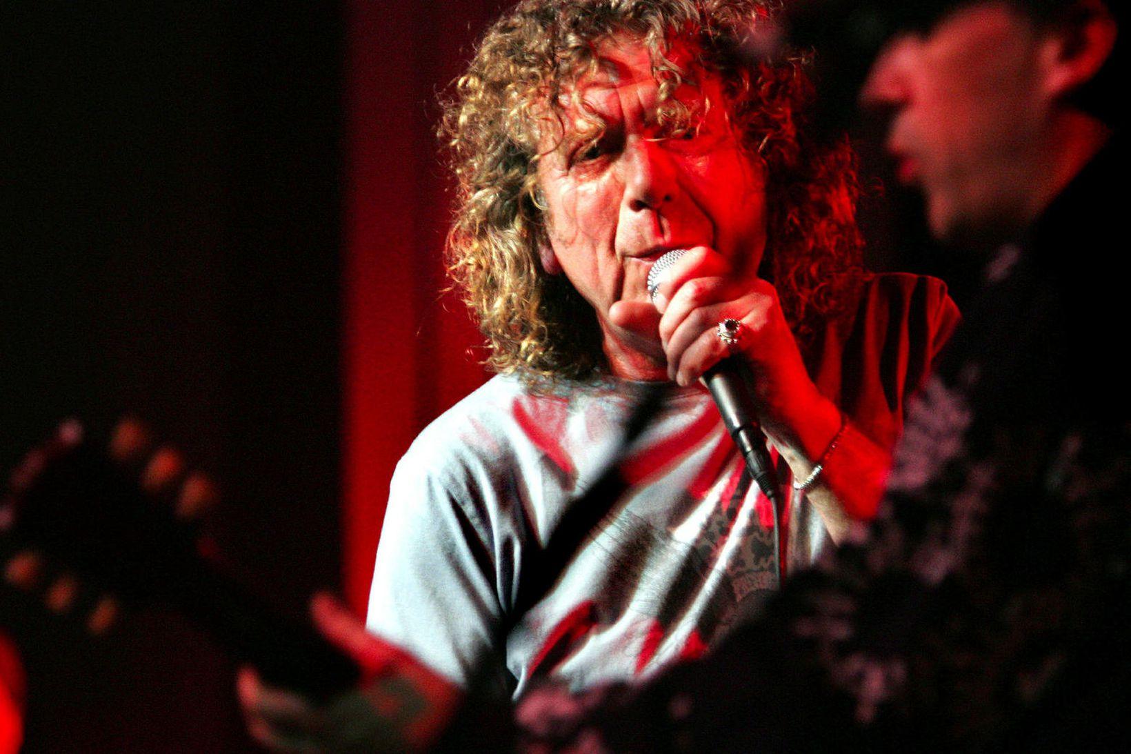 Robert Plant á tónleikum í Laugardalshöll.