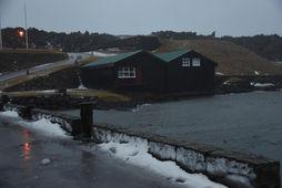 Rafmagn var tekið af hluta Vestmannaeyja um tíma í dag vegna álags þar sem varaaflsstöðvar …