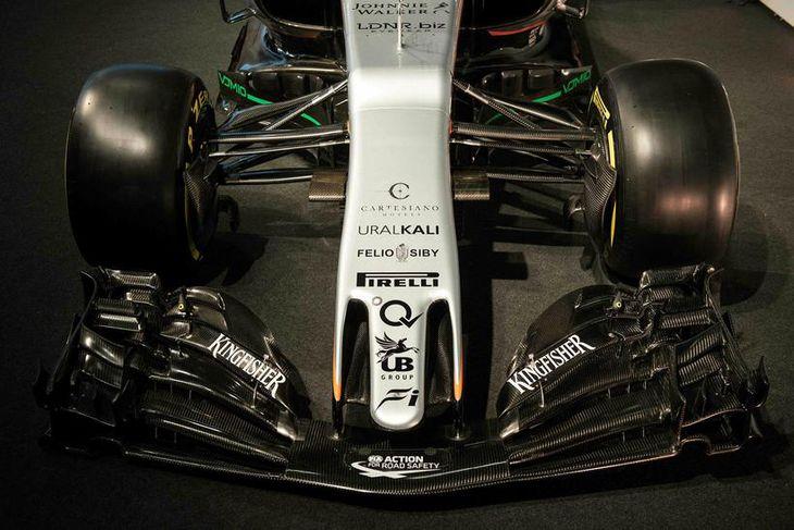 2017-bíll Force India eftir að hafa verið svitpur hulunni við athöfn í Silverstone.