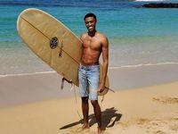 Tarique Peters birti þessa mynd af sér á ströndinni á Hawaii og var í kjölfarið …