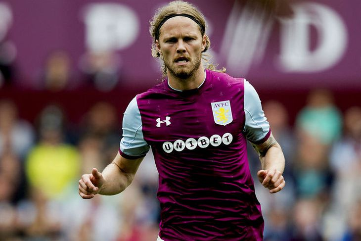 Birkir Bjarnason er í byrjunarliðinu hjá Aston Villa.