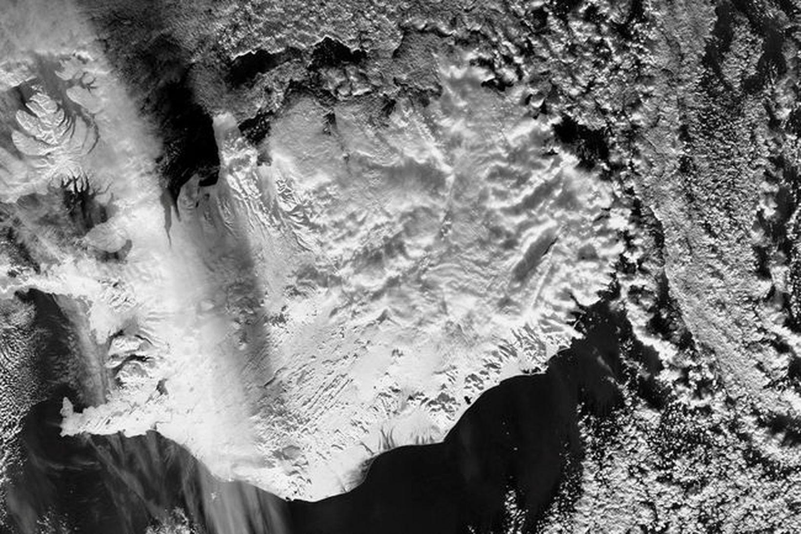 MODIS (NASA) mynd af Íslandi 16.1.2019 klukkan 13.40 Snjór og …