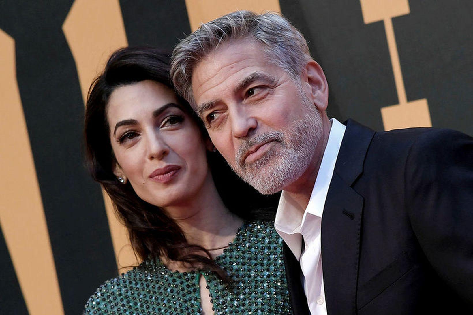 Amal og George Clooney eiga þriggja ára gamla tvíbura.