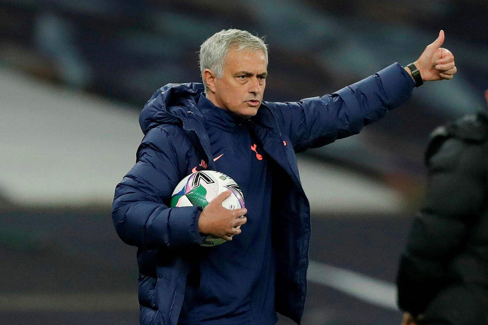 José Mourinho á hliðarlínunni í leiknum gegn Chelsea.