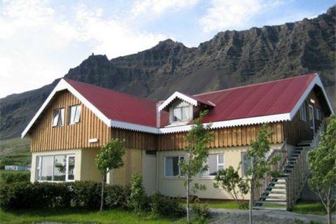 Gerði Guesthouse & Hrollaugsstaðir