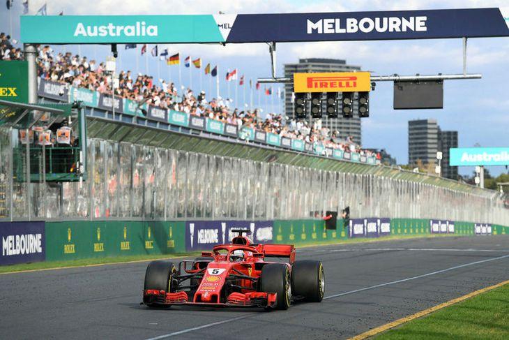 Sebastian Vettel sigrar í Melbourne í morgun.
