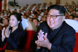 Leiðtogi Norður-Kóreu, Kim Jong-un, ásamt eiginkonu sinni Ri Sol-ju.