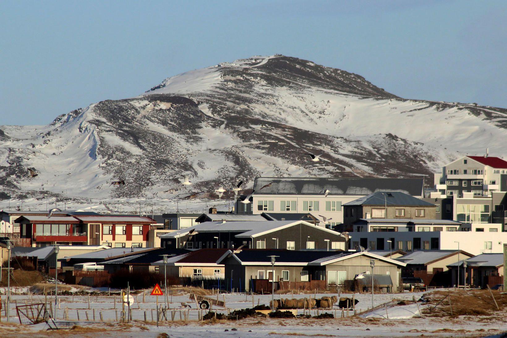 Fjallið Þorbjörn stendur nærri Grindavík.
