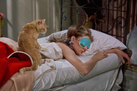 Leikkonan Audrey Hepburn svaf vært í myndinni Breakfast at Tiffany's - örugglega með mataræðið á …