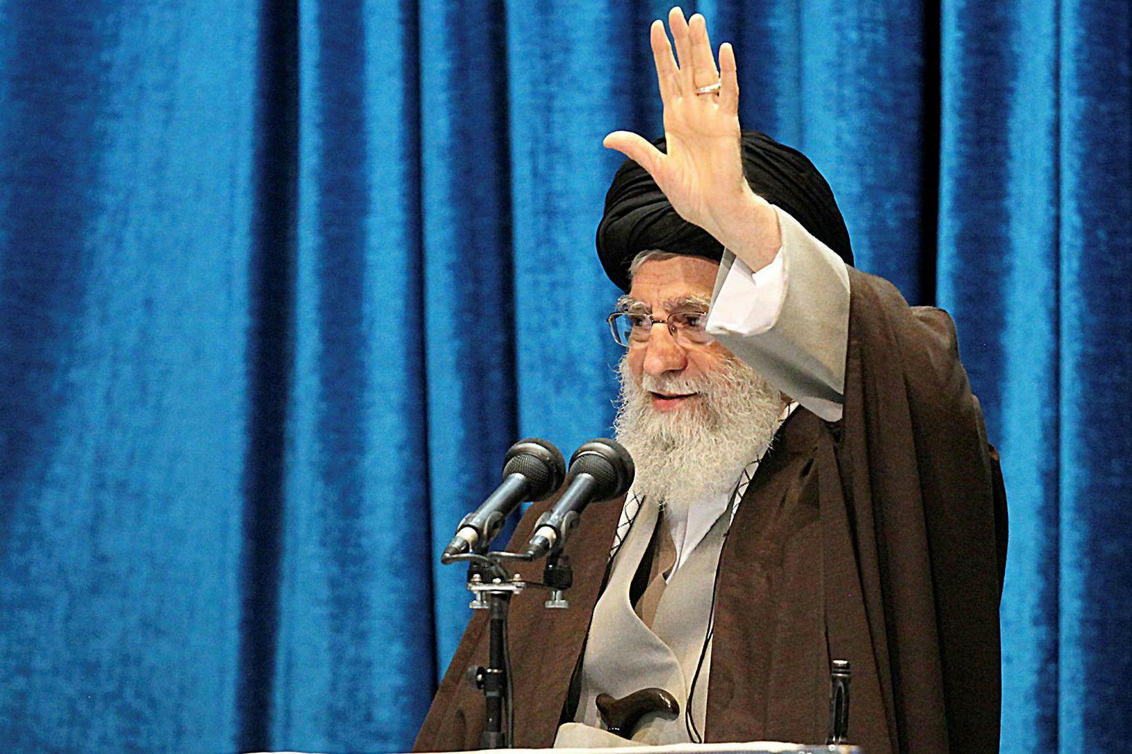 Ayatollah Ali Khamenei, æðstiklerkur Írans, kallaði eftir þjóðarsamstöðu og sagði …