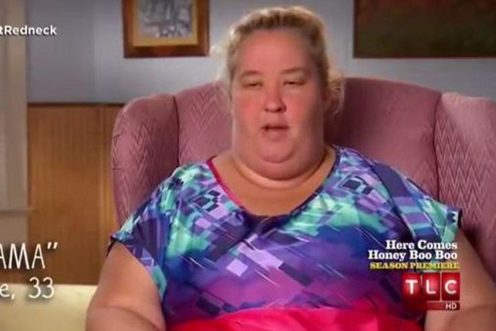 Mama June flakkar á milli hótela.