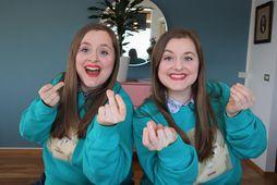Tvíburasysturnar Sigga og Sóla eru miklir Eurovision-aðdáendur. Sigga er vinstra megin og Sóla hægra megin.