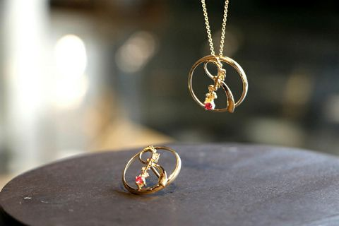 Aurum jeweler Guðbjörg Kristín Ingvarsdóttir made two of the bows in gold, to be auctioned.