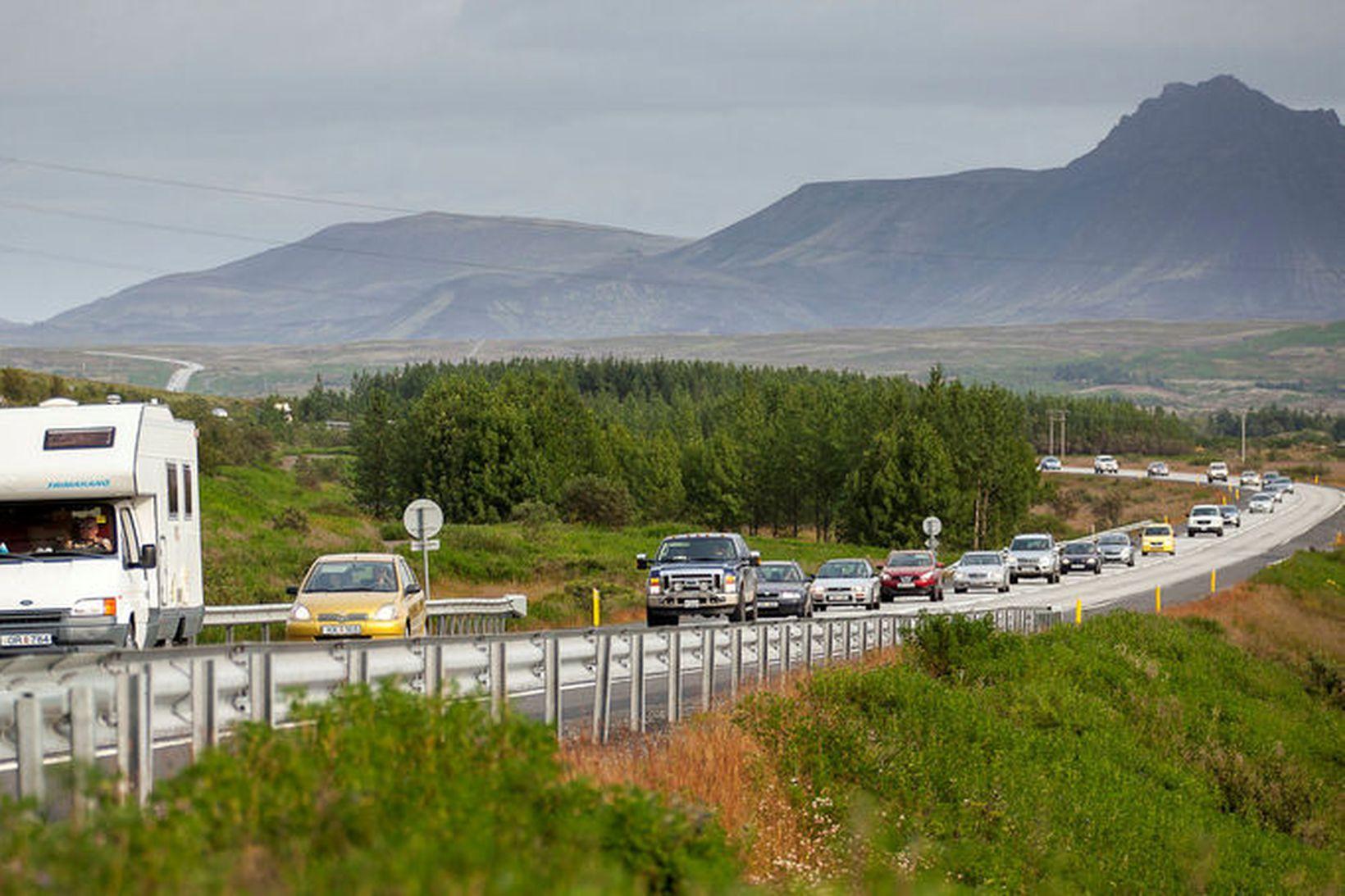 Íslendingar halda áfram að ferðast innanlands ef marka má könnunina.