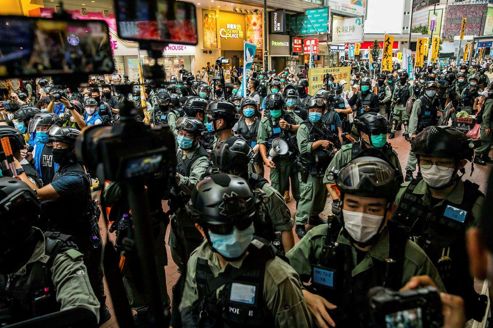 Óeirðalögreglan í Hong Kong í nótt.