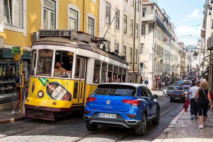 VW T-Roc á götum Lissabon.