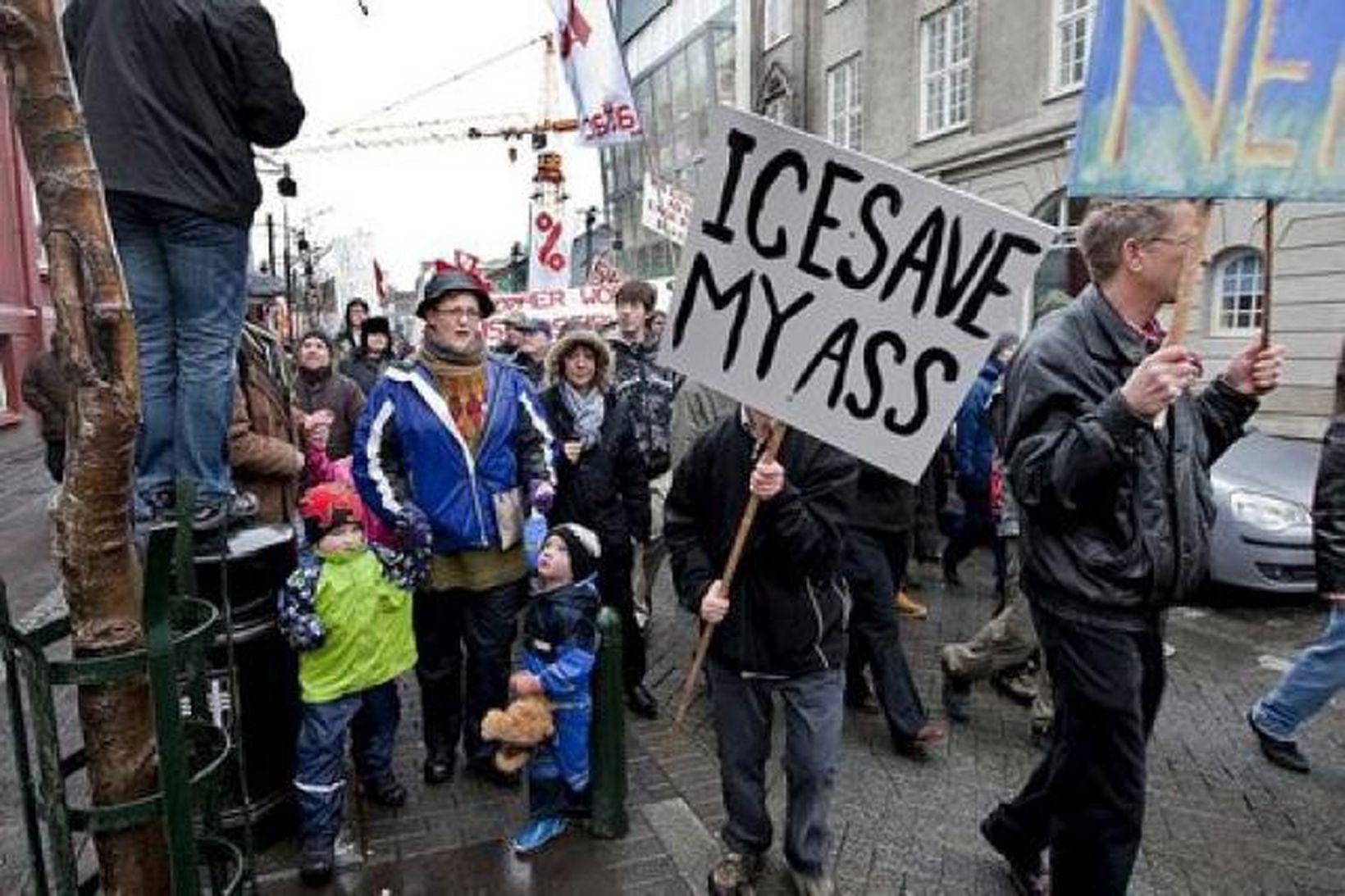 Icesave-lögunum mótmælt.