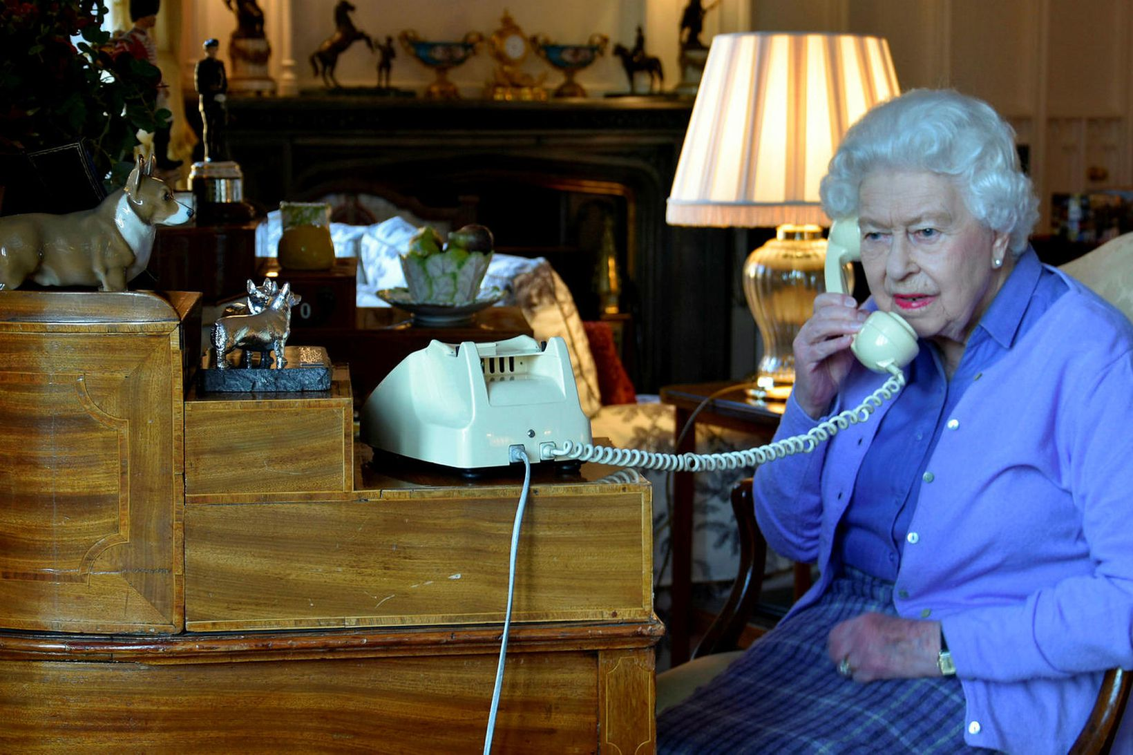 Elísabet Englandsdrottning tók símafund með Boris Johnson á dögunum. Sem …